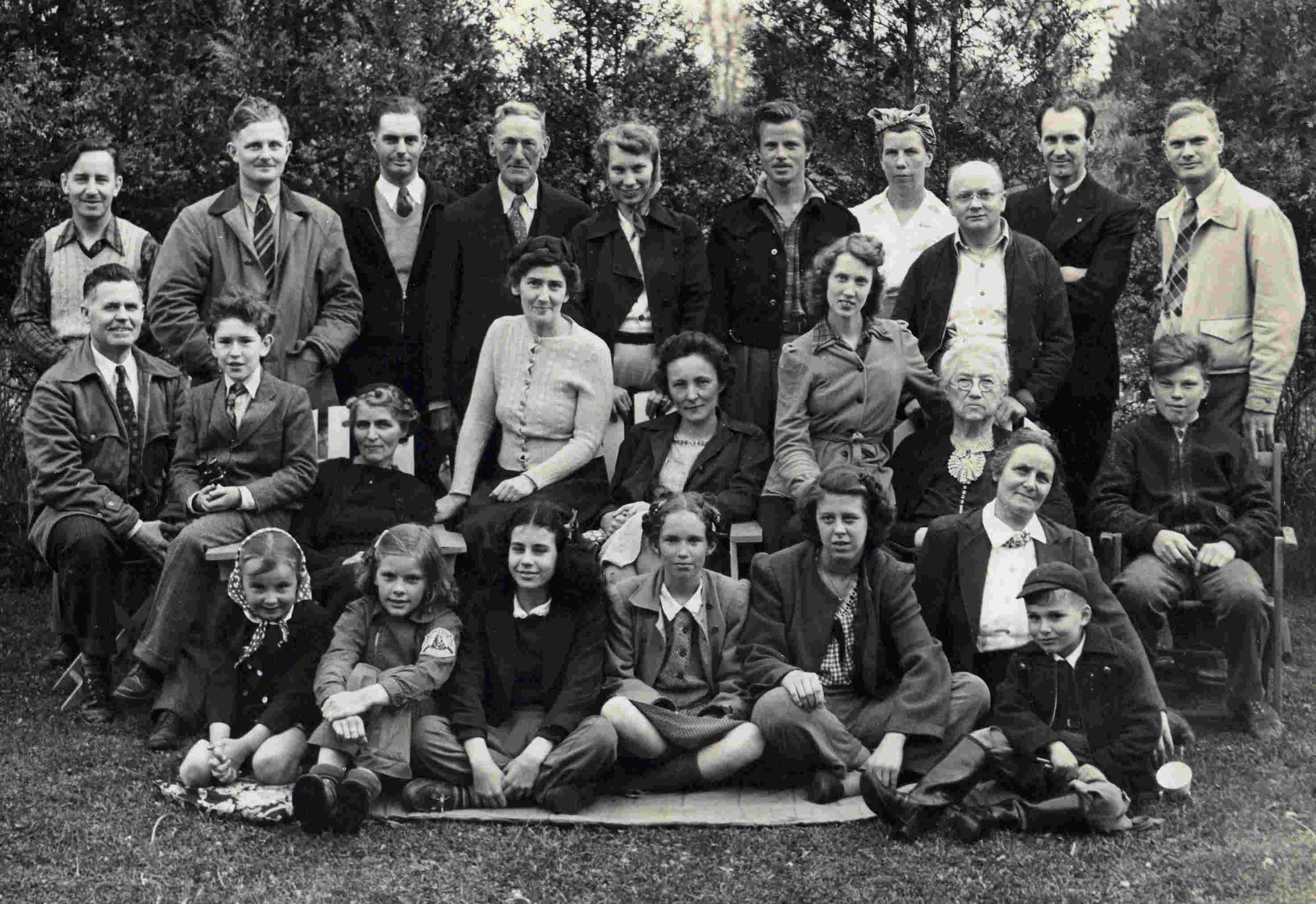 1946 May KWFN outing